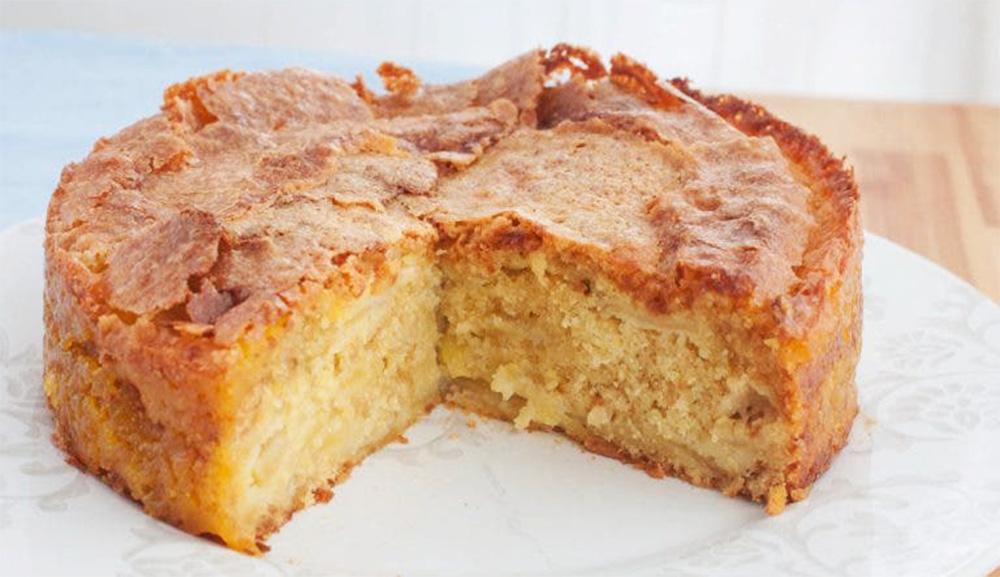 La torta della Normandia con tante mele, morbida dentro e croccante fuori. Solo 170 Kcal!