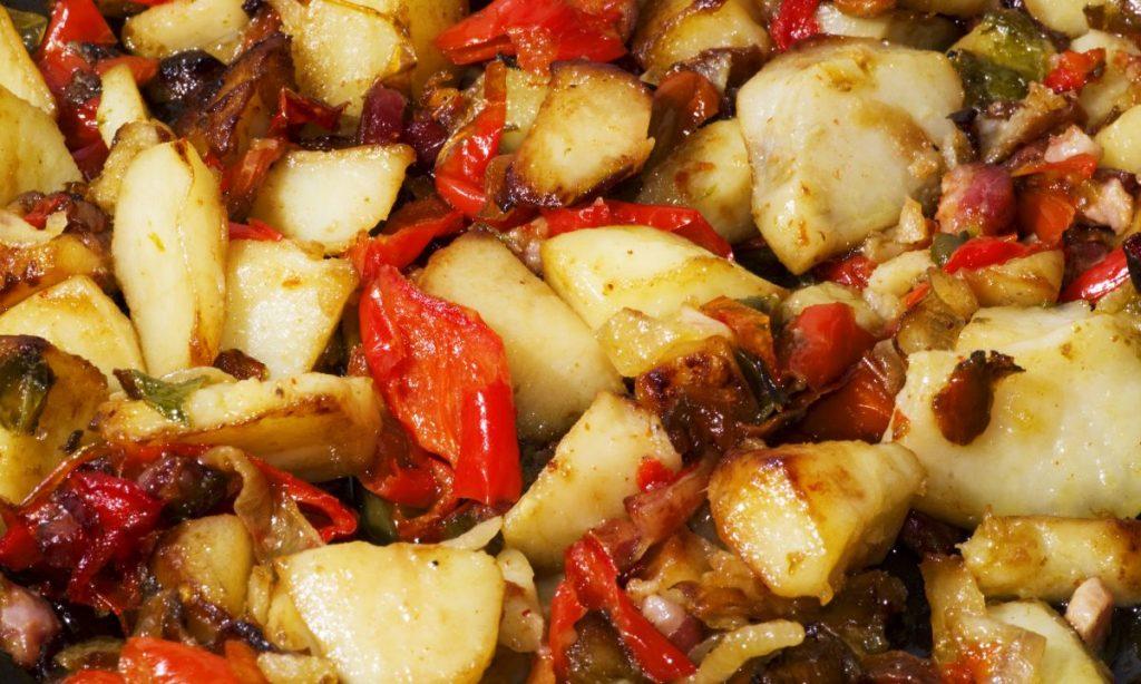 Melanzane, peperoni e patate: come farle perfette con poco olio. Solo 180 Kcal!