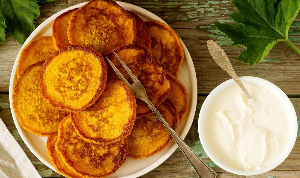 Frittelle di zucca dolci, più buoni dei pancake e con poche calorie. Solo 50 Kcal!