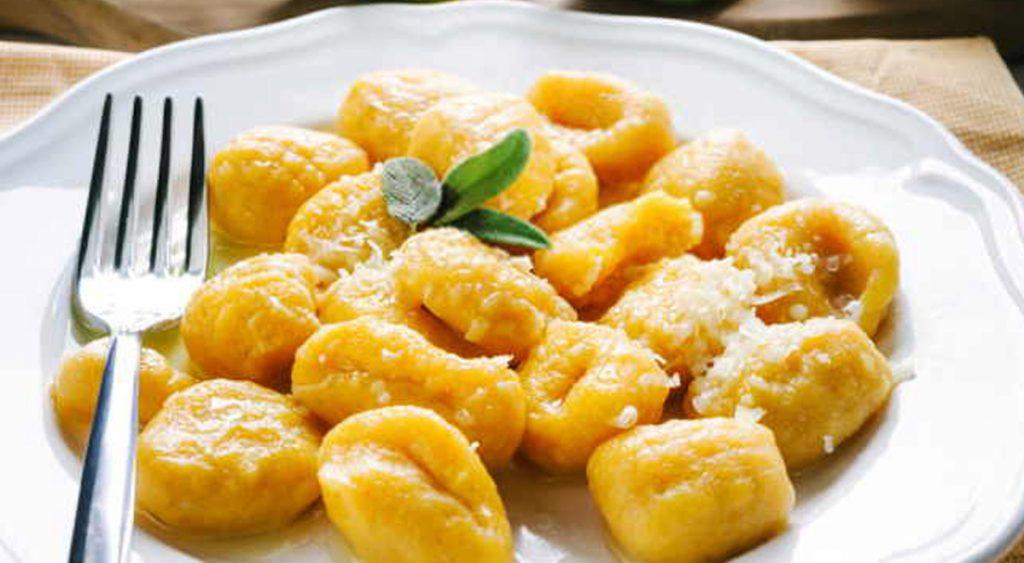 Gnocchi di patate, l'impasto perfetto per farli venire morbidi e buoni. Solo 290 Kcal!